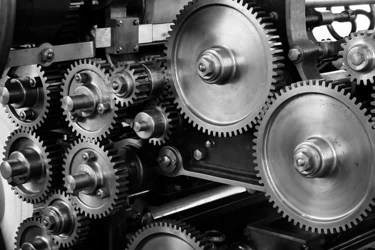 Typical gear drive – engagement drive, rigid drive, positive drive